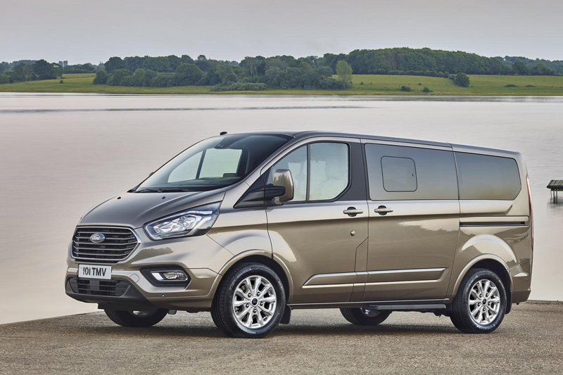 7 Star Limo Ford Tourneo